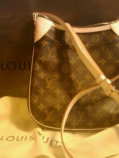 bf7adca84a32 Gift to a nice daughter. Arceli Morales · Louis Vuitton
