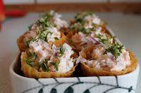 Charlottes Køkken: Krustader med laksesalat Tapas, Cafe Food, Fish And Seafood, Baked Potato, Mashed Potatoes, Plads, Favorite Recipes, Lunch, Dessert