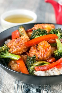 If you like a little sweet and spicy, you'll love this Crispy Honey Sriracha Shrimp stir fry with tender broccoli and peppers! Serve over rice for a perfect shrimp stir fry recipe at dinner! Sweet And Spicy Shrimp, Honey Shrimp, Spicy Shrimp Recipes, Spicy Honey, Koeksister Recipe South Africa, Shrimp And Broccoli, Broccoli Rice, Prawn Stir Fry, Homemade Stir Fry