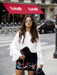 Paris Fashion Week, YSL Tasche, weiße Bluse, Sonnenbrille
