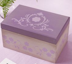 Learn how to make your own lovely lavender box with help from Martha Stewart!