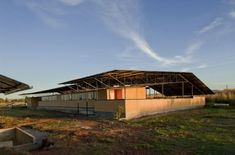 AID - Ithuba Community College: strategies of cost effective and ecological construction methods Vernacular Architecture, Sustainable Architecture, Community College, Magazine Design, Sustainability, Shed, Around The Worlds, Outdoor Structures, Cabin