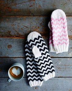 Siksak-tumput syntyvät sukkelaan. Neulo itselle ja kaverille kans! | Kodin Kuvalehti Mittens Pattern, Knit Mittens, Knitted Gloves, Knitting Socks, Knitting For Kids, Baby Knitting, Knitting Charts, Knitting Patterns, Knitting Accessories