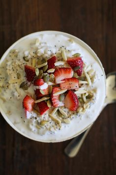 Overnight Oatmeal with Strawberries, Chia Seeds, Almonds, and Pumpkin Seeds #glutenfree #dairyfree