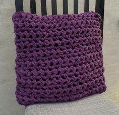 Crocheted pillow DIY  http://loneh.dk/haeklet-pude-ret-rustik/
