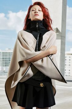 See the complete Louis Vuitton Pre-Fall 2017 collection.