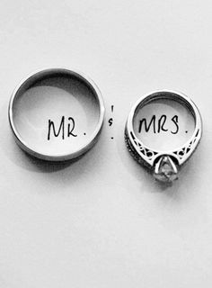 Cool and amazing ring photography ideas with lots of photos. I've included tips and ideas for capturing beautiful shots of both engagement rings and wedding rings. Wedding Poses, Wedding Engagement, Engagement Photos, Our Wedding, Dream Wedding, Wedding Rings, Trendy Wedding, Wedding Album, Wedding Shot