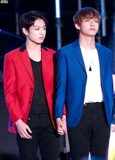 Kim Tae Hyung and Jeon Jung Kook ARE HOLDING HAND!!! MY GOD YOU GUYS SHOULD GET MARRIED