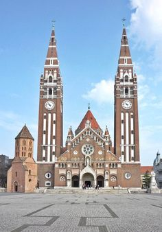 Cathedral Basilica, Central And Eastern Europe, Worship Service, Danube River, Medieval Castle, Big Ben, Explore, Architecture, Building