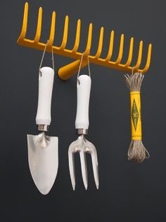 Small tool hanger (old rake)
