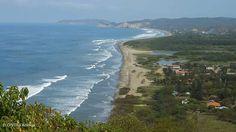Vagues, déferlantes, couché de soleil somptueux, #Equateur une destination #surf qui fait rêver à profiter à deux avec ce séjour spécialement conçu pour amoureux