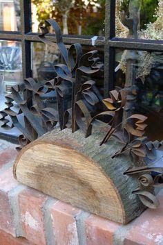 Baumscheibe mit gebogenen Stahlbändern