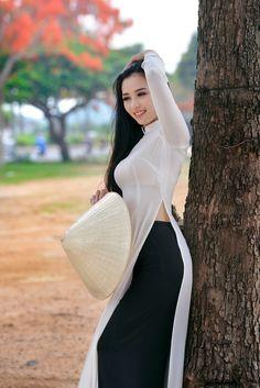 Best 12 All sizes Vietnamese Traditional Dress, Vietnamese Dress, Traditional Dresses, Preety Girls, Vietnam Girl, Most Beautiful Dresses, Beautiful Asian Women, Ao Dai, Sexy Asian Girls
