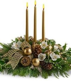 36 Totally Adorable Gold Christmas Centerpieces Ideas - About-Ruth Christmas Flower Arrangements, Christmas Flowers, Christmas Candles, Christmas Centerpieces, Christmas Wreaths, Christmas Crafts, Christmas Decorations, Holiday Decor, Christmas Greenery