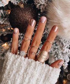 Awesome Metallic Nail Designs Ideas For Perfect Look Nails – NagelDesign Elegant ♥ Nail Art Vernis, Ten Nails, Uñas Fashion, Gel Nails At Home, Metallic Nails, Chrome Nails, Nagel Gel, Nail Decorations, Holiday Nails