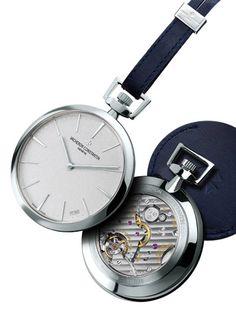 Lovée dans le creux de la paume, précieusement dissimulée au fond d'une poche, la #montre à #gousset fait son grand come-back. D'objet #vintage, elle devient un instrument moderne incontournable.