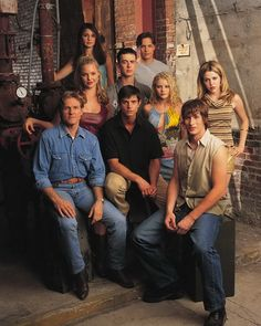 Roswell Cast 1999-2000-2001 - Roswell (TV series) - 8/10  #RayDEvans #TVreviews #WouldWatchAgain #wwa