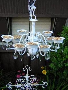 Good Monday morning!  I'm excited to share some  clever repurposing ideas for our feathered friends.      Source   A used outdoor light fi...