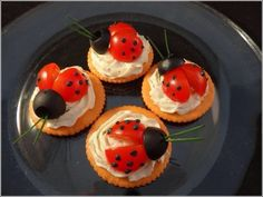Creatively presented Easter desserts and appetizers. Fabulous food ideas to help you jazz up a spring or Easter party. Cute Food, Good Food, Crackers Appetizers, Ritz Crackers, Fingerfood Party, Snacks Für Party, Food Decoration, Food Humor, Easter Recipes
