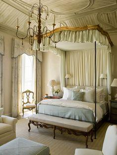 I LUV this bedroom!!! http://4.bp.blogspot.com/-wuot7NE6KOo/Uk0pOqamWeI/AAAAAAAA9qo/Dhf5vOJyq74/s1600/6a0111683c7ee2970c01774488e241970d.jpg
