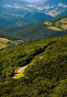 Take me home, country roads.View east from Spruce Knob, West Virginia Virginia Homes, West Virginia, Appalachian Mountains, Virginia Mountains, West Va, Mountain States, Pretty Pictures, Pretty Pics, Take Me Home