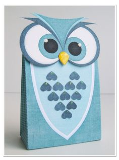 This is the cutest owl I have come across. Love that it's a gift/treat bag.