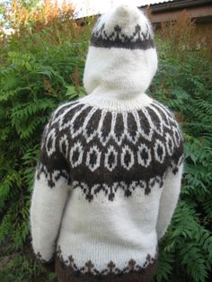 Islanti: Islantilainen villapaita - PunomoPunomo Icelandic Sweaters, Boys Sweaters, Aging Gracefully, Knitted Hats, Knit Crochet, Winter Hats, Mens Fashion, Wool, Knitting