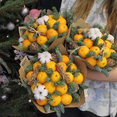 Satsuma & floral Christmas table centerpiece or bouquet Food Bouquet, Gift Bouquet, Diy Christmas Gifts, Christmas Decorations, Vegetable Bouquet, Flower Boxes, Flowers, Edible Bouquets, Fleur Design