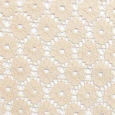 Lace Flower Pattern natural Preis: 11,95 pro Meter | 72% Baumwolle, 28% Nylon | Ca. 145 cm breit | Art.Nr. 660377