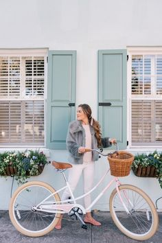 Julia styles a faux fur jacket on a bike ride around Charleston and shares how to add a hint of color to a winter look. Here are her top picks for faux fur. Bike Photo, Vintage Hipster, Cycle Chic, Insta Photo Ideas, Gal Meets Glam, Bike Style, Faux Fur Jacket, Winter Looks, Colorful Fashion