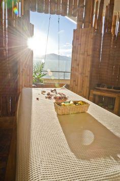 Vista de las montañas de Antioquia desde el spa del Diez Hotel Categoría Colombia.    Verde, guaduas, relax, bamboo, natural.