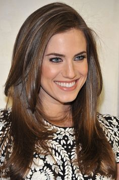 Allison Williams Pictures - Tom Ford Cocktails In Support Of Project Angel Food - Zimbio Allison Williams, Easy Summer Hairstyles, Pretty Hairstyles, Good Hair Day, Great Hair, Makes Lindas, Layered Thick Hair, Chunky Layers, Long Layered
