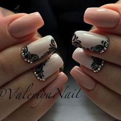 White and nude color winter nail art design. The color combination on this winter nail art design is simply perfect. It's pleasant to the eyes, not too bright and not too dull, just right for the winter weather.