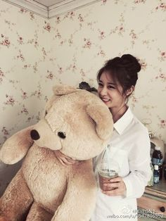Check out T-ara JiYeon's cute pictures with her baby bear ~ T-ara World ~ 티아라