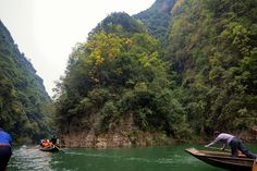 https://flic.kr/p/kSm7nc | Peapod boats tour on Shennong Stream, Yangtze River, China | Shennong Stream is a narrow tributary of the Yangtze River with picturesque scenery. Most cruise ships offer their guests tour of the stream on small boats and give them the unique opportunity to witness the ancient boat trackers pulling the boats on the shallow river. The boat are now run by local farmers to supplement their income