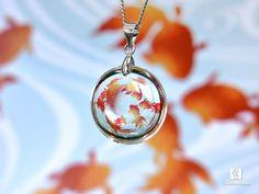 ★金魚のネックレス こちらはご購入済み。いつの間にか人気商品になっててびっくりしたけど綺麗なレジンワーク。 Resin Jewelry, Jewelry Crafts, Jewelry Art, Handmade Accessories, Handmade Jewelry, Diy Resin Crafts, Magical Jewelry, Resin Art, Uv Resin