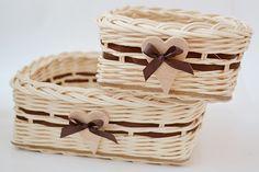 prírodno - hnedé štvorcové košíky so srdcami