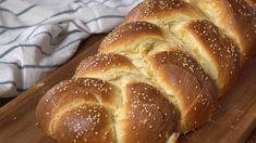 Easy Challah Bread Anyone can make this amazing Challah Bread! Rich, moist and slightly sweet! Challah Bread Recipes, Banana Bread Recipes, Challah Bread Recipe For Bread Machine, Challah In A Bag Recipe, Raisin Challah Bread Recipe, Crusty Italian Bread Recipe, Rasin Bread, Artisan Bread Recipes, Cinnamon Bread