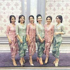 "Berikut 8 dari 25 lebih model <a href=""http://hijabtuts.com/kebaya-kutu-baru-modern/"">kebaya kutu baru</a> modern terbaru yang semoga dapat menjadi inspirasi dan referensi anda."