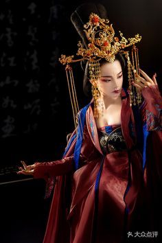 Chinese Traditional Costume, Traditional Fashion, Traditional Outfits, Asian Style, Chinese Style, The Empress Of China, Gents Hair Style, Asian Cards, Oriental Fashion