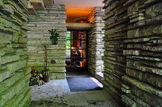 Frank Lloyd Wright falling water: inkomhal binnenin.