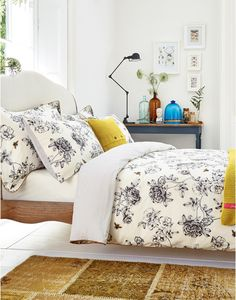 Joules Imogen Floral Duvet Cover, Crème.                     Our floral and bee print was such a hit we've added it to our bedding range.  Fresh hand-drawn floral is brought to life with a golden bee, while a fresh contrasting stripe reverse provides the perfect base.  We think you'll agree that it's the bee's knees.  Matching pillowcases available.