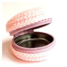 - I think it's a mint box, but I can't read French. I hope I can find a pattern. I dig it! It'd make a cute pill case for Advil! Crochet Kawaii, Crochet Diy, Quick Crochet, Crochet Home, Crochet Gifts, Crochet Wallet, Crochet Purses, Yarn Projects, Crochet Projects