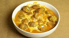 Spinach kofta curry is an exotic gravy-based dish. These spinach and potato koftas (also known as pakoras or dumplings) are simmered in rich creamy tomato gravy making this a very delicious dish. Spinach kofta can be served with any Indian flat bread like Roti, Naan, Paratha, or with plain white rice. This will be enjoyed by everyone.