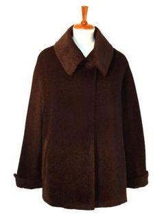 Brauner Parka aus #Surialpaka #Wolle. in allen Größen lieferbar. Feinste Surialpaka Wolle gibt Ihnen ein wohlig warmes und kuschlig weiches Tragegefühl. Alpakawolle ist wie Kaschmir eine der edelsten Wollsorten der Welt.