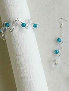 Technique Focus: How to Create a Beaded 3-D Wire-Jig Bracelet