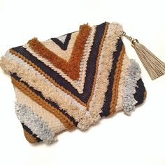 ✨ - Rug Making Tapestry Bag, Tapestry Weaving, Loom Weaving, Hand Weaving, Textiles, Textile Patterns, Diy Clutch, Macrame Bag, Boho Bags