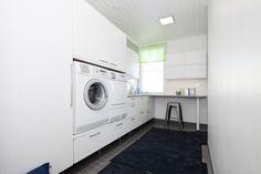 Meritähti Jetta-talo - Kodinhoitohuone | Asuntomessut Mudroom, Laundry Room, Washing Machine, Home Appliances, Bright, Bathroom, Google, House Appliances, Washroom