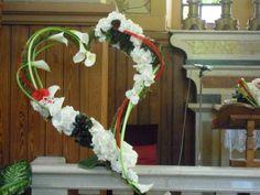 Heart flower design in the Church - Composizione floreale a cuore per la Chiesa