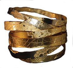 Lingua Nigra Hand Etched Gold Plated Brass and Copper Bangles Lingua Nigra ( might try etch silver and kum-boo over) The Bangles, Gold Bangles, Gold Rings, Jewelry Art, Gold Jewelry, Jewelry Accessories, Fashion Jewelry, Fine Jewelry, Natural Jewelry